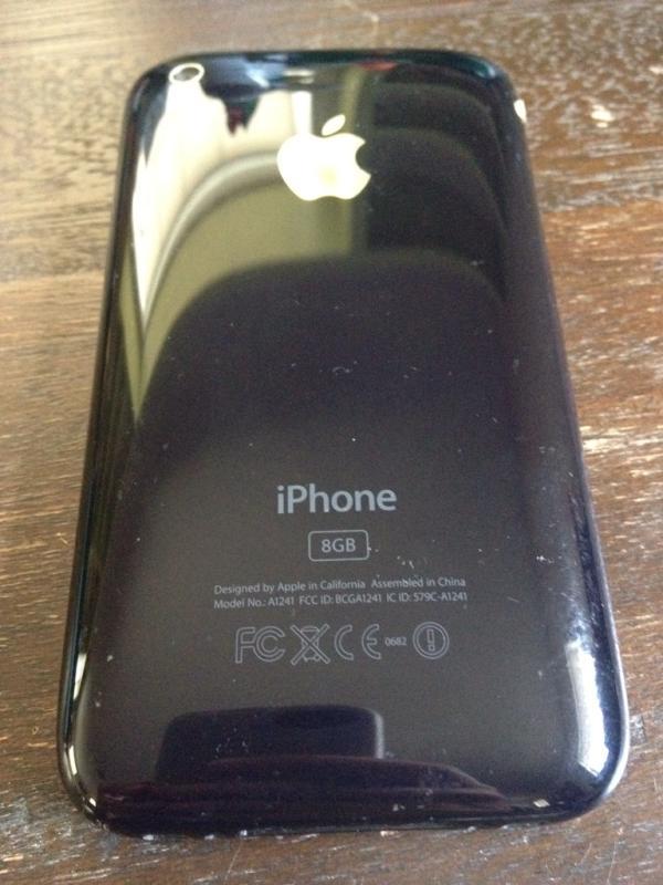 Геленджик. Iphone 3G 8GB , имеет очень много плюсов от неплохой камеры до